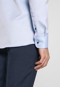 Eterna - HAI-KRAGEN SLIM FIT - Zakelijk overhemd - blue - 5