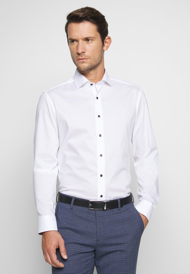 SLIM FIT KENTKRAGEN - Businesshemd - white