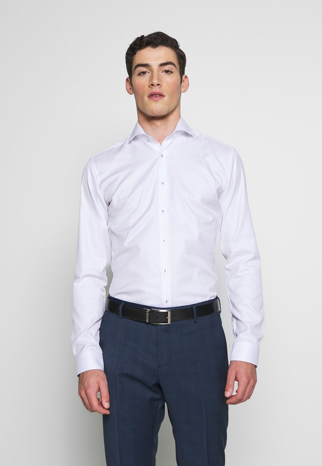 SUPER SLIM FIT HAI-KRAGEN - Finskjorte - white