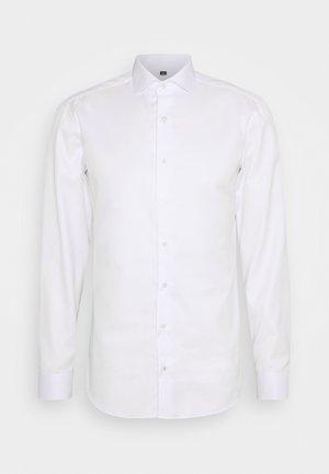 SLIM FIT - Formální košile - weiß