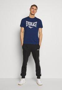 Everlast - LOUIS - Print T-shirt - navy - 1