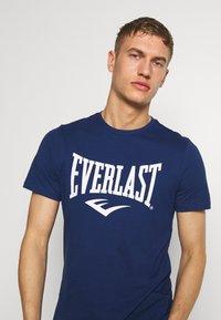 Everlast - LOUIS - Print T-shirt - navy - 3