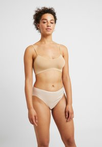 Hanro - SEAMLESS MIDI BRIEF - Slip - skin