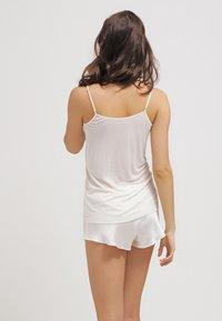 Hanro - PURE SILK - Unterhemd/-shirt - pale cream - 2