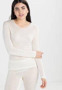 Hanro - PURE SILK  - Pyjamashirt - pale cream - 0