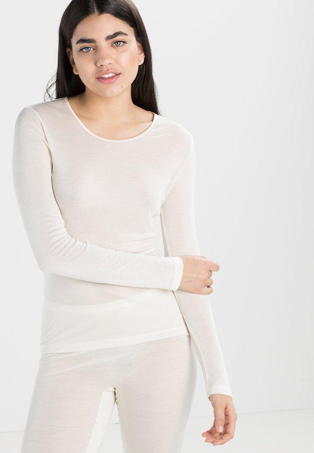 PURE SILK  - Pyjamasoverdel - pale cream