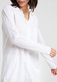Hanro - DELUXE NIGHTDRESS - Noční košile - white - 5