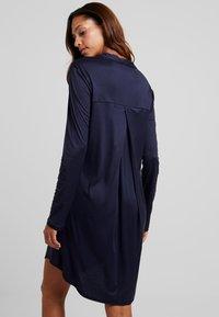 Hanro - GRAND CENTRAL NIGHTDRESS - Nattskjorte - major blue - 2