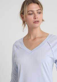 Hanro - PURE ESSENCE 3/4 ARM - Nightie - blue glow - 4