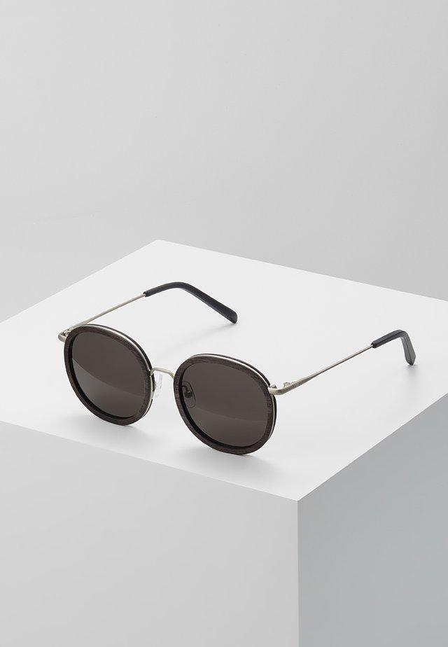 JAKOB - Sluneční brýle - brown