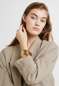 sweet deluxe - ELLA - Armbånd - gold-coloured/brown - 1