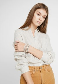 sweet deluxe - MEMPHIS - Bracciale - gold-coloured/braun - 1