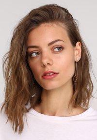 sweet deluxe - TJORVEN - Earrings - gold-coloured - 1