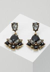 sweet deluxe - TERZIA - Earrings - antikgold-coloured/black - 0