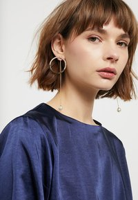 sweet deluxe - OHRSCHMUCK - Earrings - gold-coloured - 1