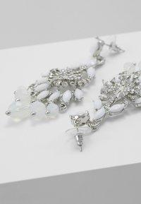 sweet deluxe - Orecchini - silver-coloured/weiß - 2