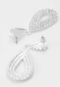 sweet deluxe - DROP EARRINGS - Örhänge - silber/crystal - 2