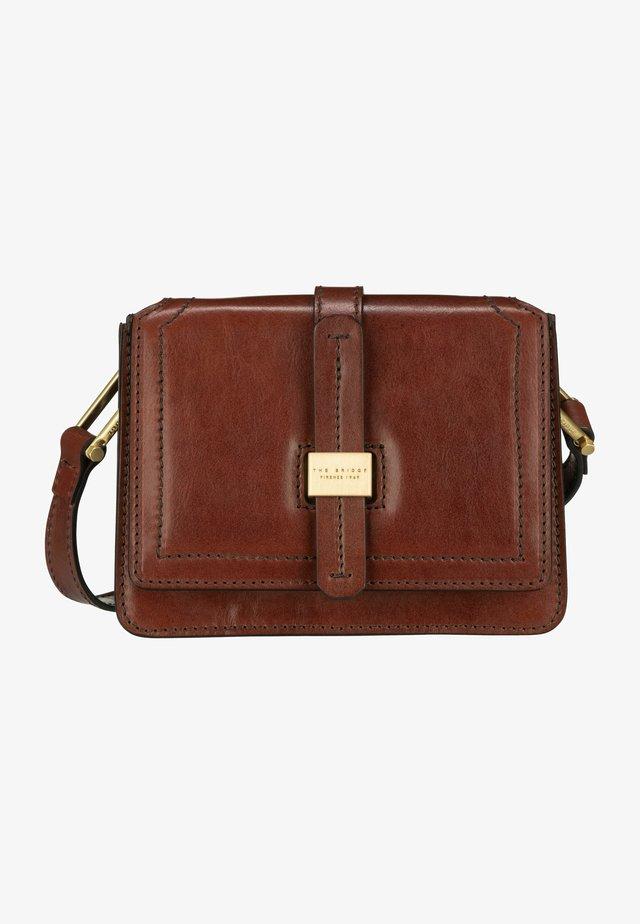 BEATRICE 4610 - Handtasche - marrone/oro