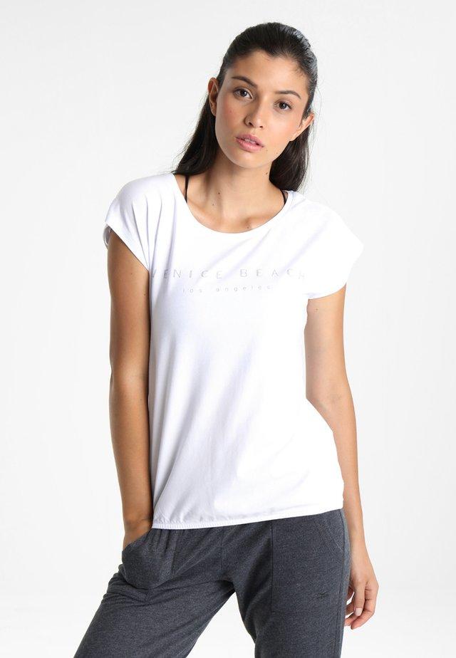 WONDER - Print T-shirt - white