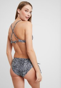 Venice Beach - TRIANGLE TOP - Haut de bikini - black/white - 2