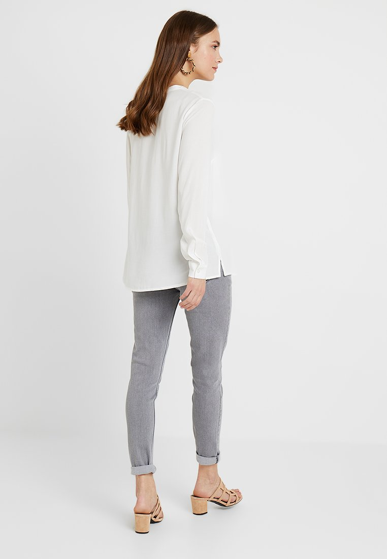 Zalando Essentials Maternity - Skjortebluser - off-white