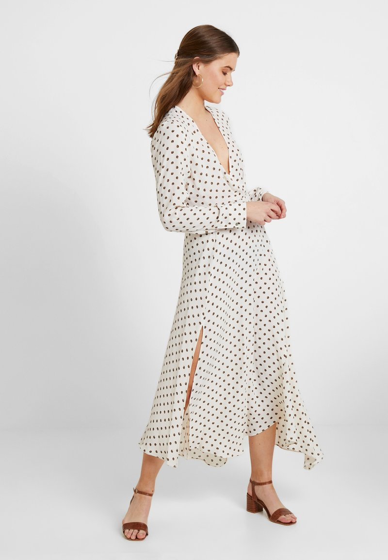 Topshop - EXTURED DOT DRESS - Freizeitkleid - cream