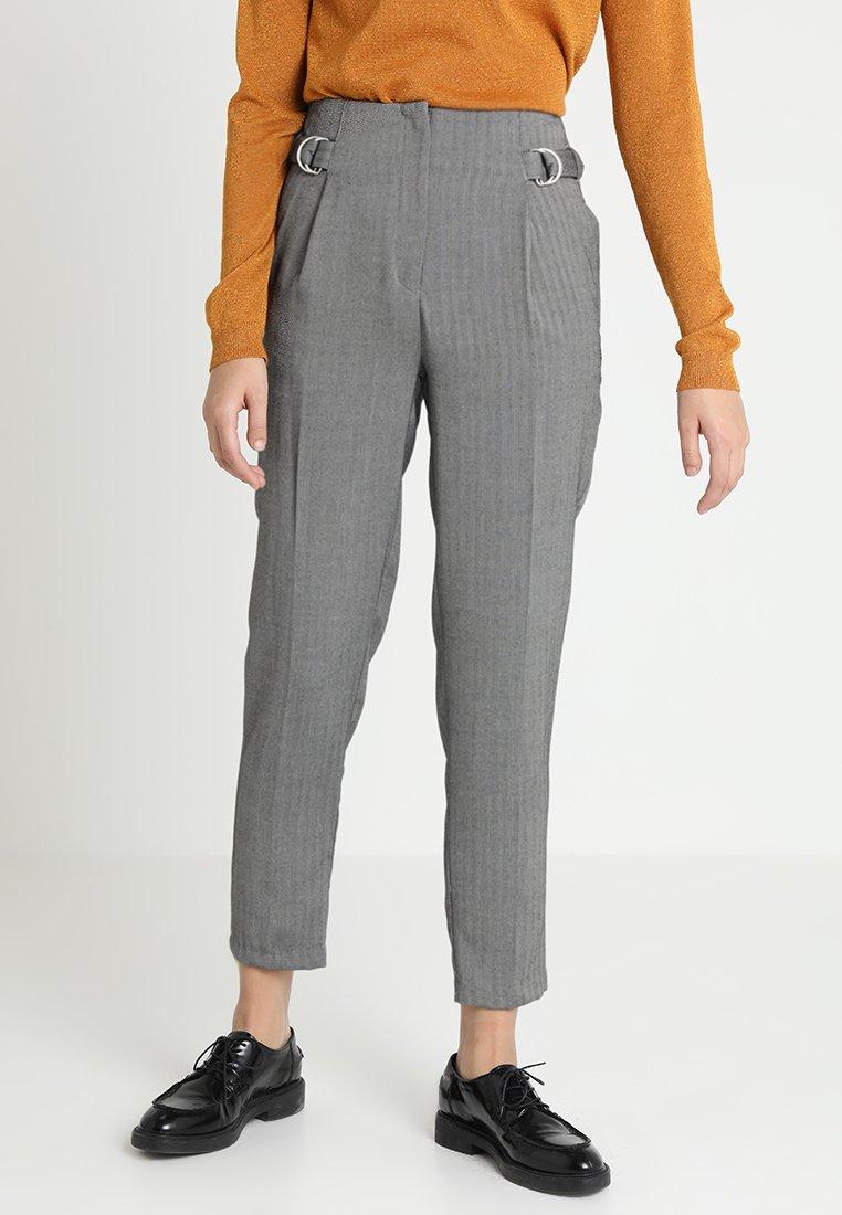 New Look - HERRINGBONE RING TAB TROUSER - Spodnie materiałowe - mid grey