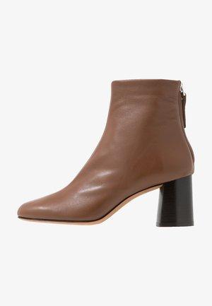 NADIA SOFT HEEL BOOT - Støvletter - brown