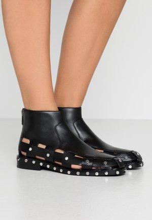 ALEXA STUDS - Kotníková obuv - black