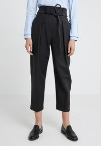 3.1 Phillip Lim - ORIGAMI PLEAT PANT WITH BELT - Pantaloni - black - 0