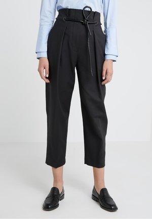 ORIGAMI PLEAT PANT WITH BELT - Pantaloni - black