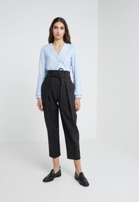3.1 Phillip Lim - ORIGAMI PLEAT PANT WITH BELT - Pantaloni - black - 1