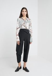 3.1 Phillip Lim - BELTED OVERLAP TROUSER - Trousers - black - 1