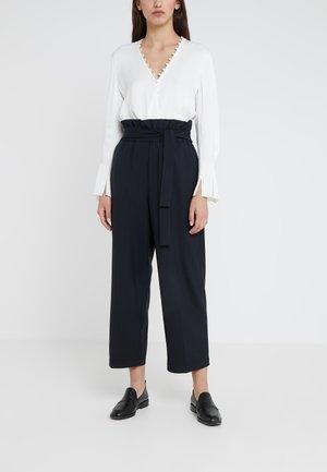 CROPPED PAPERBAG PANT - Pantaloni - navy/indigo
