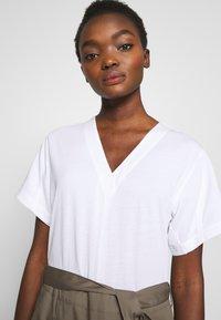3.1 Phillip Lim - UTILITY DRESS - Denní šaty - white/taupe - 3