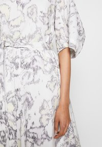 3.1 Phillip Lim - ABSTRACT DAISY BALLOON DRESS - Day dress - white/lavender - 5