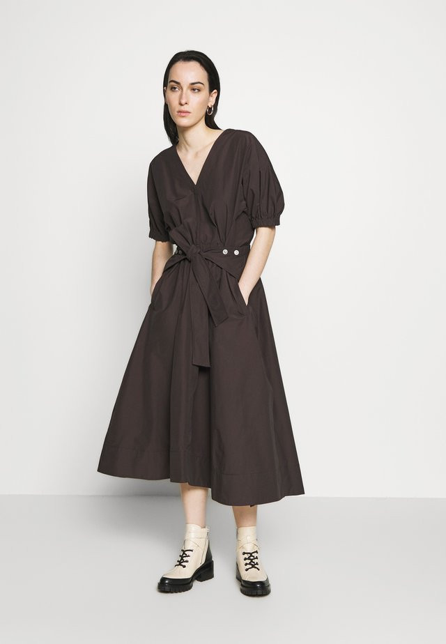 UTILITY BELTED DRESS GATHERED SLEEVE - Hverdagskjoler - dark mocha