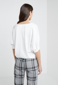 3.1 Phillip Lim - PUFF SLEEVE - Bluser - offwhite - 2