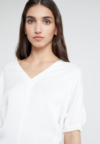 3.1 Phillip Lim - PUFF SLEEVE - Bluser - offwhite - 4