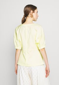 3.1 Phillip Lim - POPLIN TOP  SIDE STUDS - Blůza - pale yellow - 2