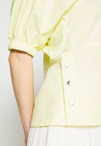 3.1 Phillip Lim - POPLIN TOP  SIDE STUDS - Blůza - pale yellow - 5