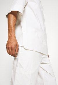 3.1 Phillip Lim - OVERSIZED WASHED BAND COLLAR - Camicia - offwhite - 8