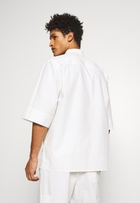 3.1 Phillip Lim - OVERSIZED WASHED BAND COLLAR - Camicia - offwhite - 2