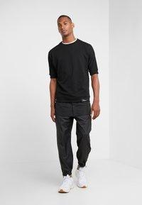 3.1 Phillip Lim - OFFSET ZIPPER TRACK PANT - Kalhoty - black - 1