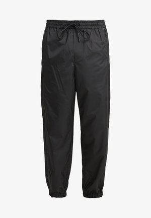 OFFSET ZIPPER TRACK PANT - Kalhoty - black