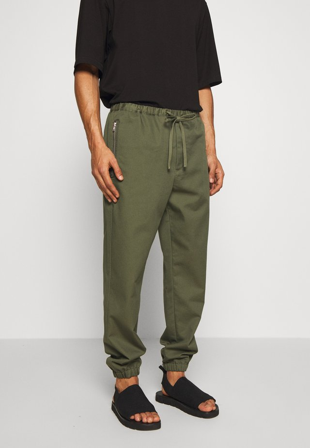 CLASSIC TRACK PANT  - Trousers - army
