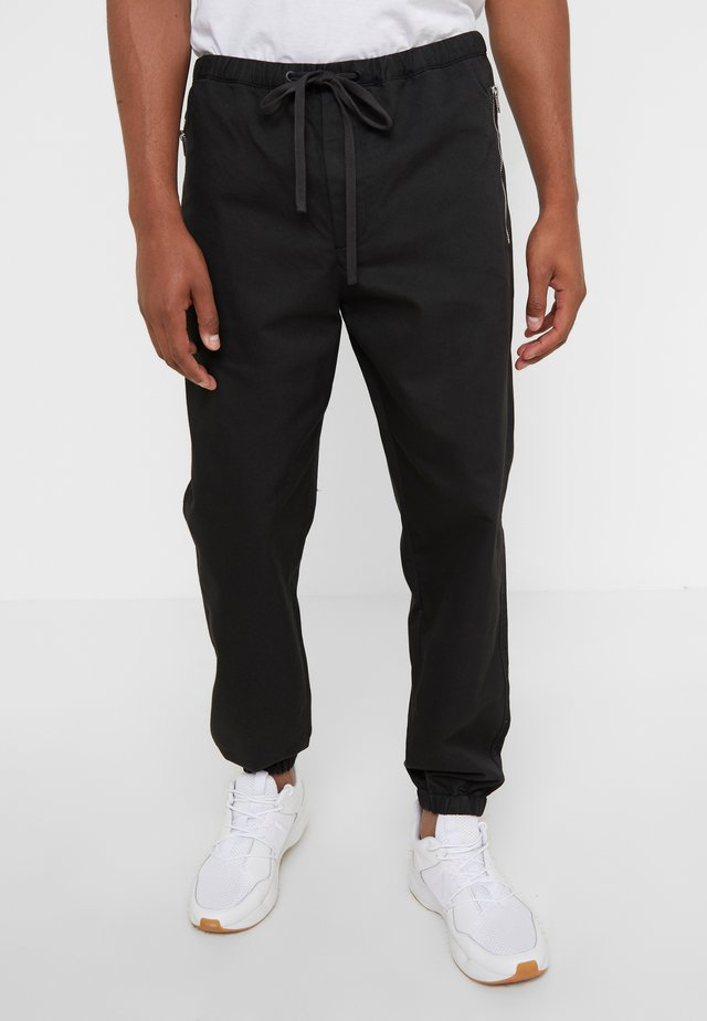 CLASSIC TRACK PANT  - Kangashousut - black