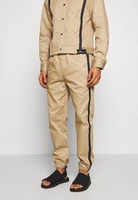 3.1 Phillip Lim - CLASSIC TRACK PANT SIDE TAPES - Pantalones - sand - 0