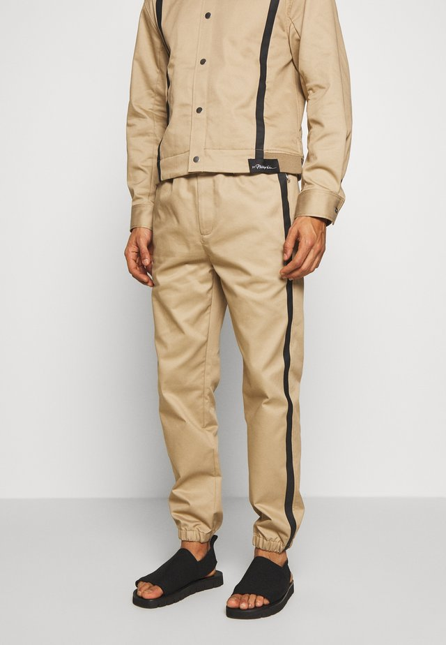 CLASSIC TRACK PANT SIDE TAPES - Trousers - sand