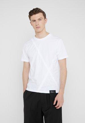 ARGYLE PATCHWORK TSHIRT - T-shirts - optic white